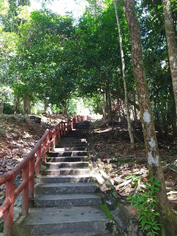 Ступеньки к водопаду семь колодцев