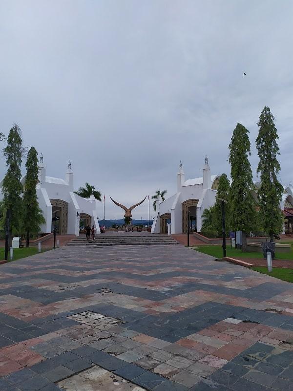 Орел в городе Куах