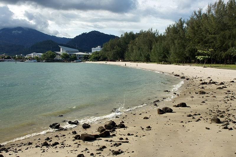 Городской пляж в городе Куах