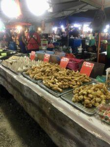 национальная еда на рынке лангкави