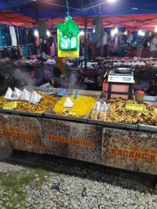 еда на рынке ночном