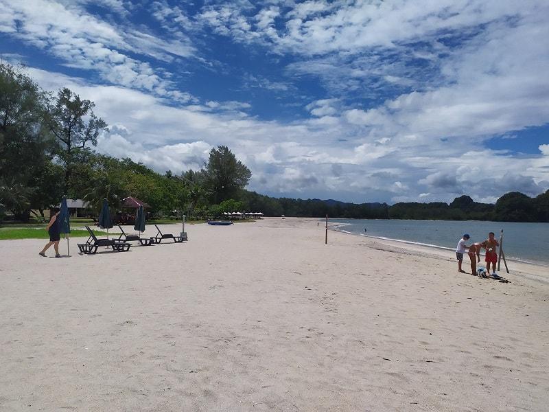 пляж на отдыхе на лангкави